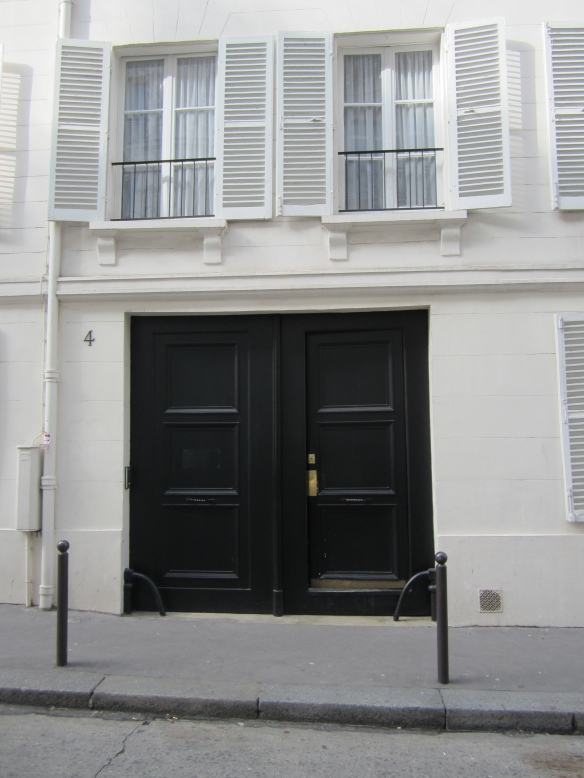 The unassuming front entrance to 4 rue de Chevreuse, the home of The American Girls Art Club in Paris from 1893- WWI.
