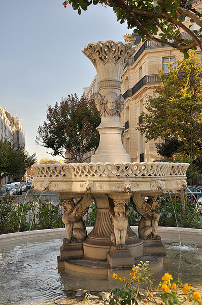 Fontaine de la Place François 1er, Paris. Source: wikipedia