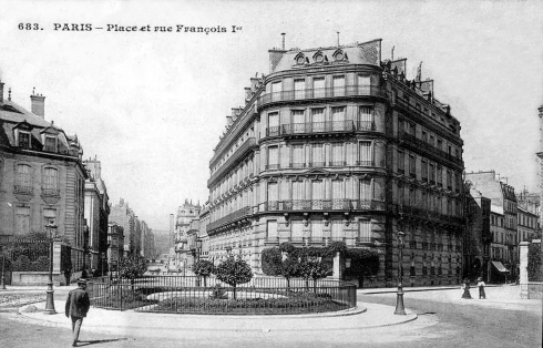 Place François 1er before 1909, source: wikipedia.