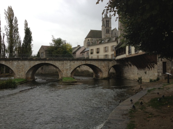 The bridge at Moret-sur-Loing on a gray day in 2011.