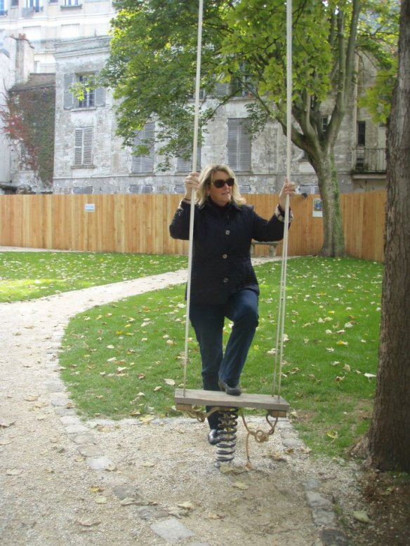 That's me on the swing at the Musée Montmartre.