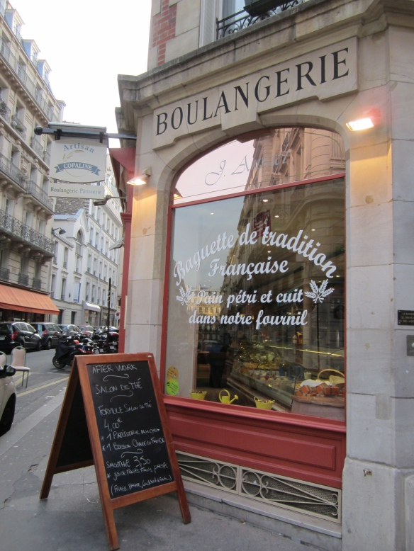 Here's my favorite little rue Lauriston boulangerie, which just goes to show how history and present day life go hand-in-hand in Paris.