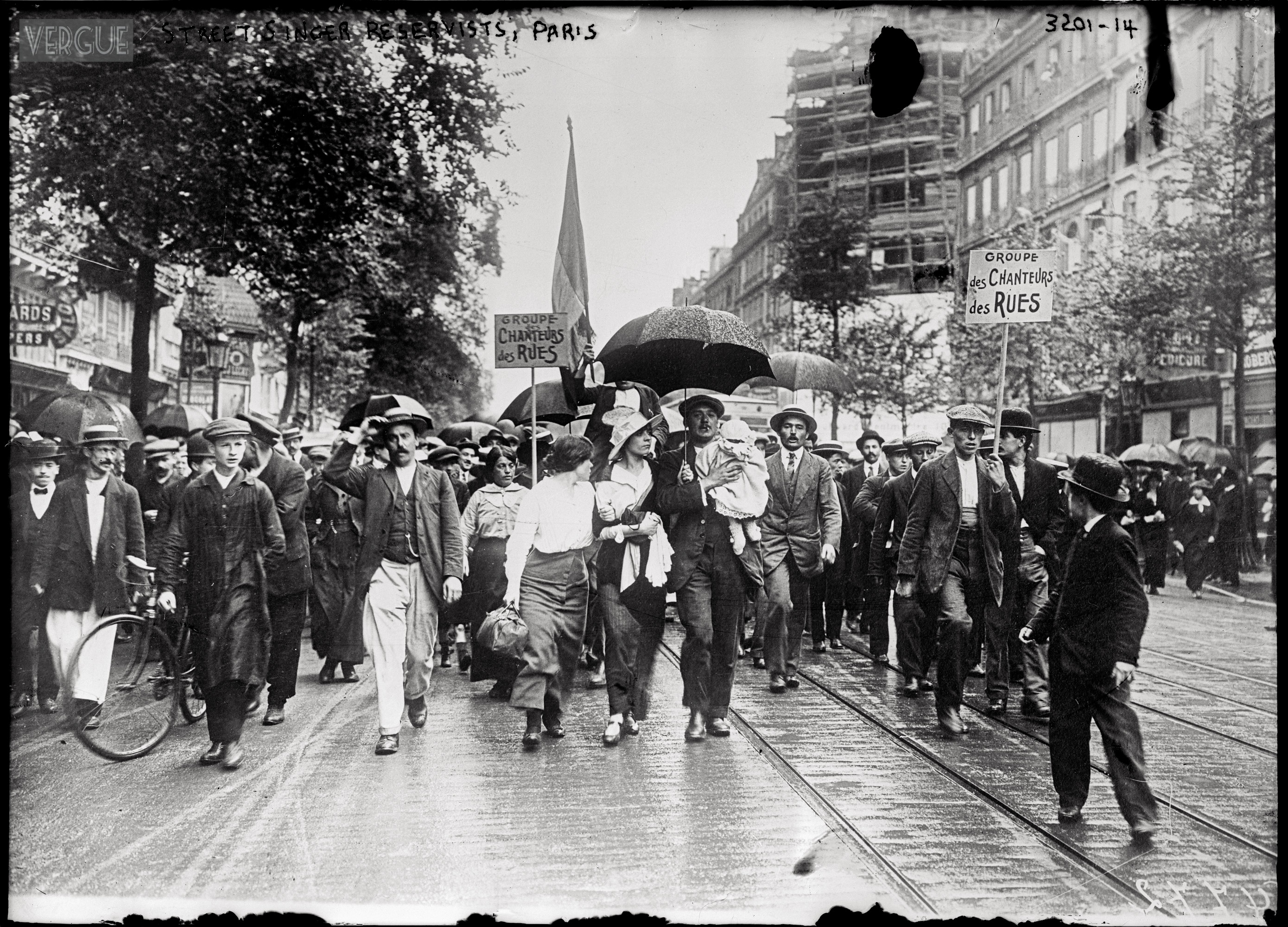 Families accompanying their soon-to-be French soldiers to the train station, August 1914. Source: http://vergue.com/post/2013/10/08/A-la-guerre-en-chantant-1914