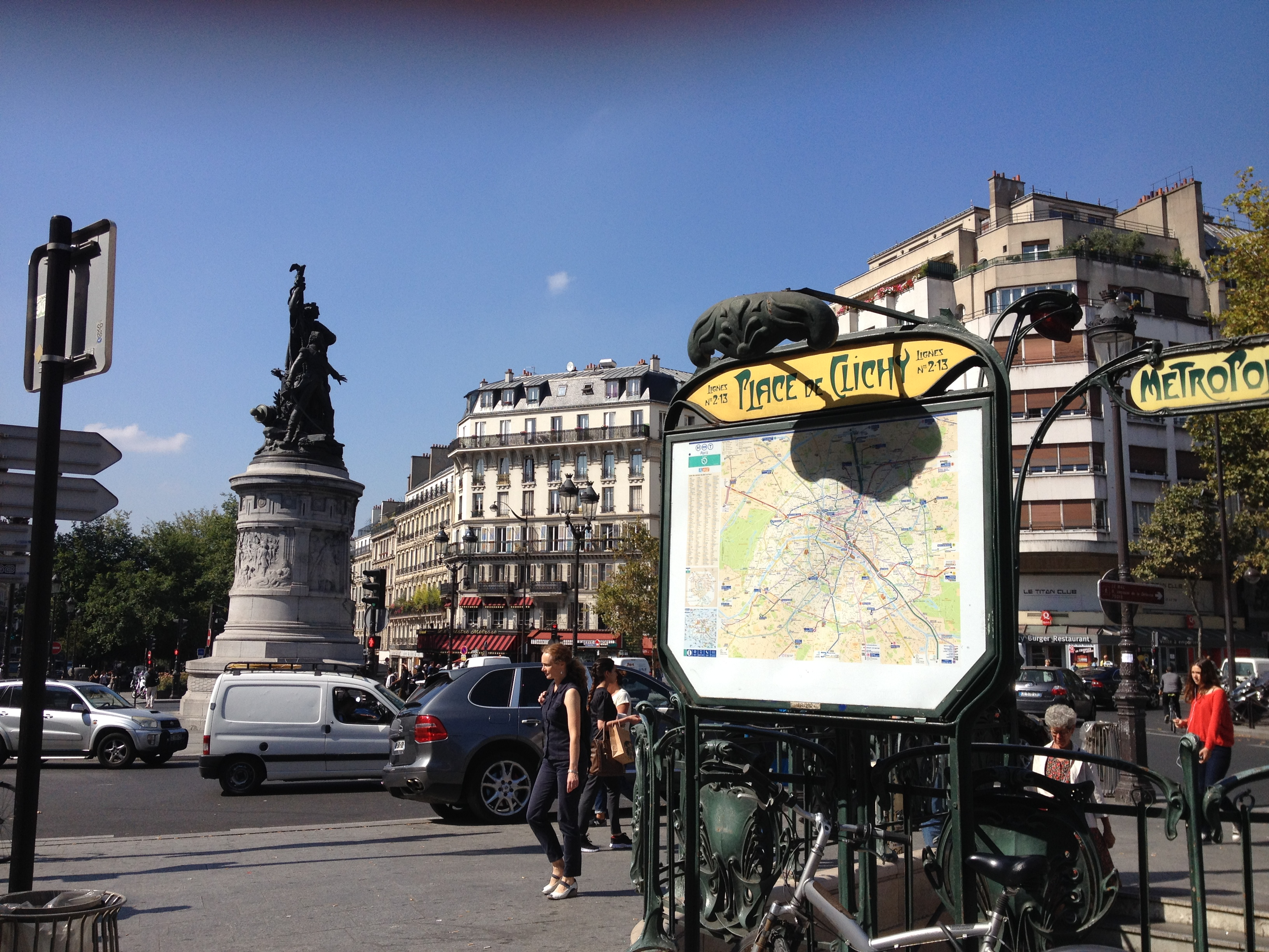 Picasso lives near place de Clichy, not far from the Moulin Rouge and the
