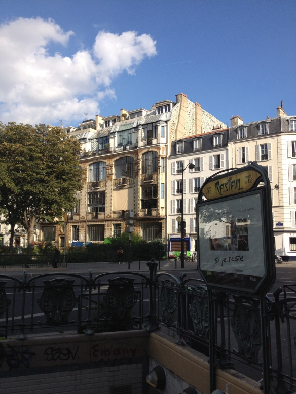 The view of 31 bis rue Campagne Premiere from the Raspail Metro stop.