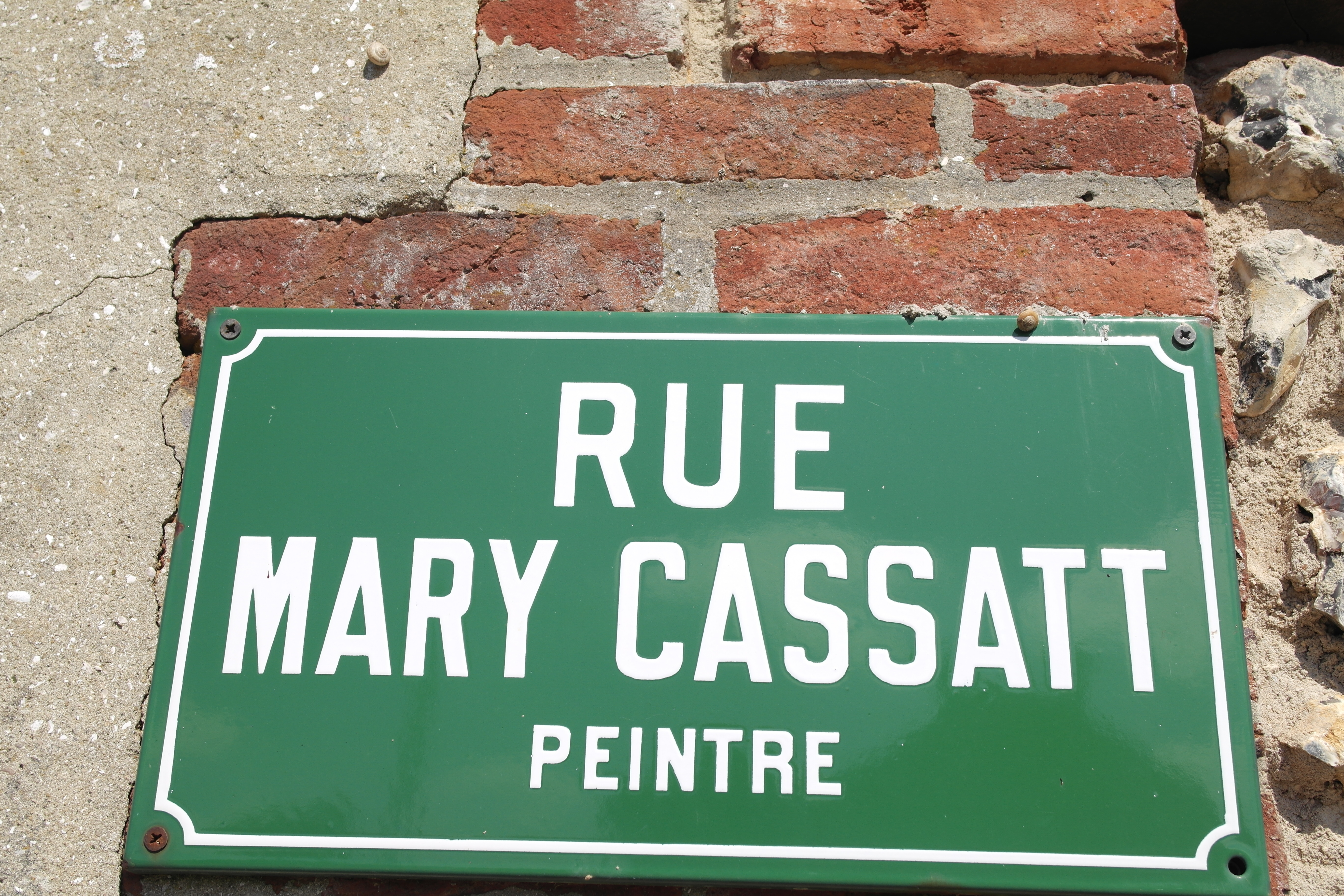 Chateau de Beaufresne is now located on rue Mary Cassatt.